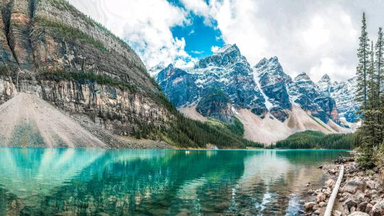 Moraine Lake at the Valley of the Ten Peaks, Banff National Park wallpaper