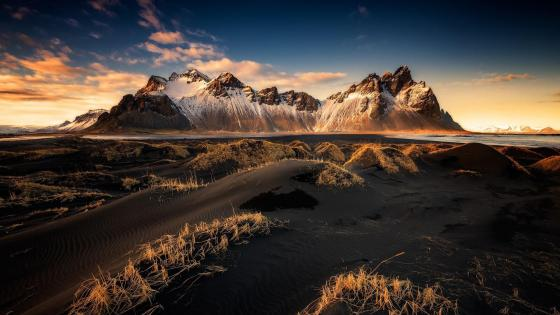 Vestrahorn Mountains (Vatnajokull National Park) wallpaper