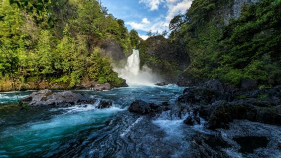 Huilo Huilo Falls, Neltume, Chile wallpaper