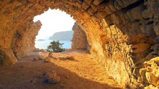Castle of Monolithos (Greece) wallpaper
