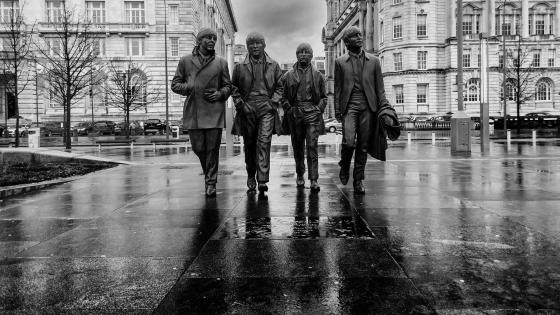 The Beatles Statue - Monochrome photography wallpaper