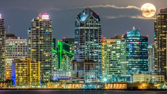 Full moon over San Diego (California) wallpaper