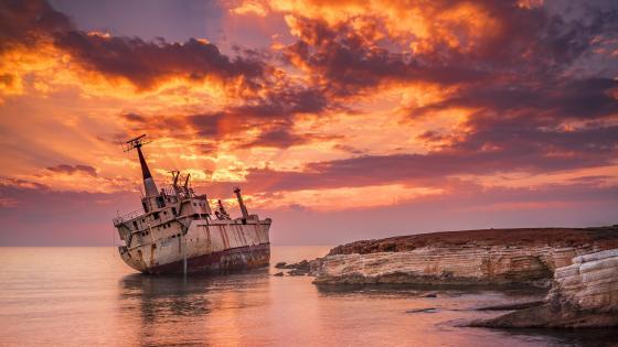 The abandoned Edro III Shipwreck (Cyprus) wallpaper