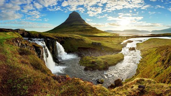 Kirkjufell waterfalls and Kirkjufell Mountain (Iceland) wallpaper