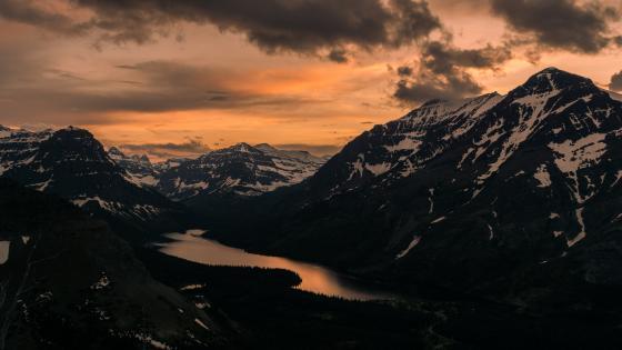 Mountain landscape at sunset wallpaper