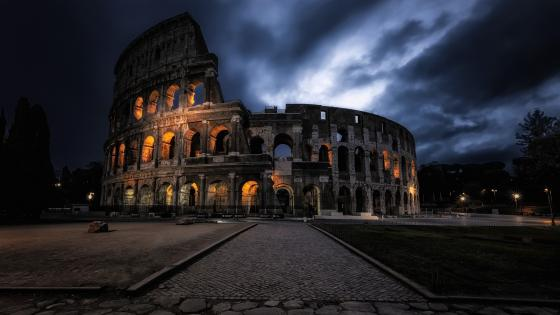 Colosseum at night (Rome) wallpaper