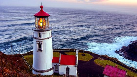 Heceta Head lighthouse (Florence, Oregon) wallpaper