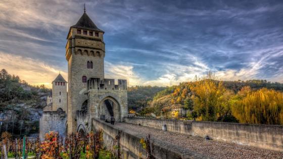 Pont Valentré medieval bridge wallpaper