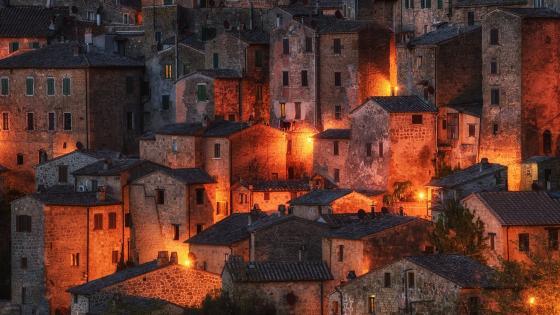 Sorano at dusk (Italy) wallpaper
