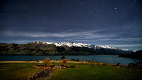 Lake Wakatipu at night (New Zealand) wallpaper