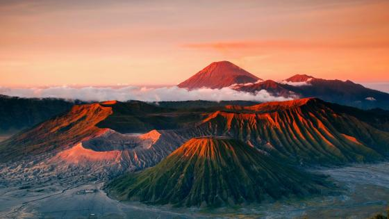 Mount Bromo at sunrise wallpaper
