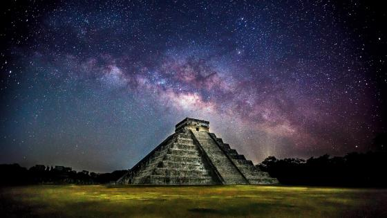 The Pyramid under the Milky way wallpaper