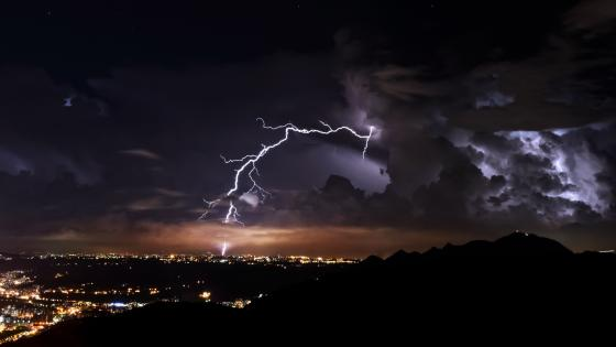 Thunderstorm at night wallpaper