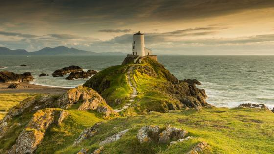 Llanddwyn Lighthouse wallpaper