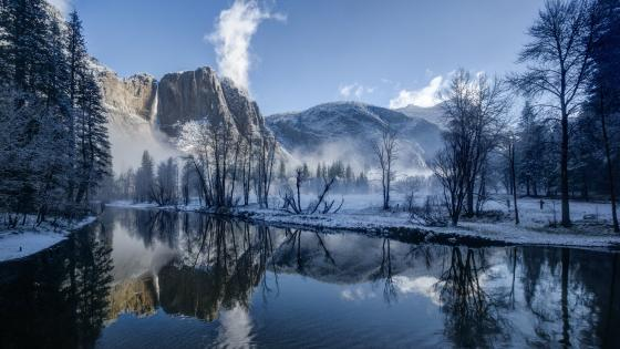 Merced River in Yosemite Valley (Yosemite National Park, CA) wallpaper