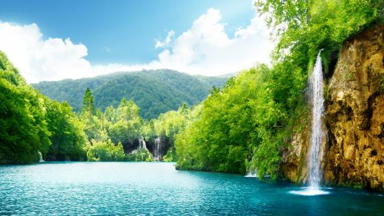 Waterfall at Plitvice Lakes National Park wallpaper