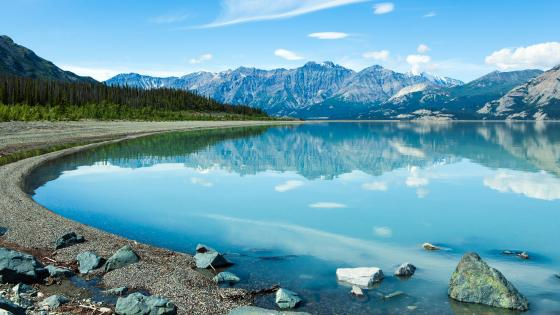 Kluane Lake (Kluane National Park and Reserve) wallpaper