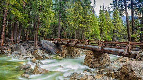 Footbridge over Merced River (Yosemite National Park) wallpaper