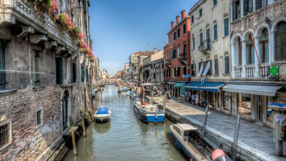 Venice canal alley wallpaper