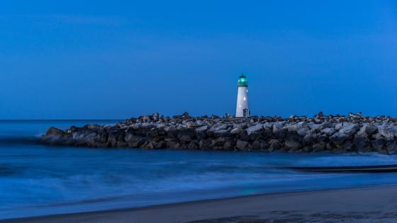 Walton Lighthouse at dusk wallpaper