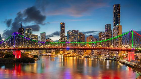 The colorful Story Bridge in Brisbane (Australia) wallpaper