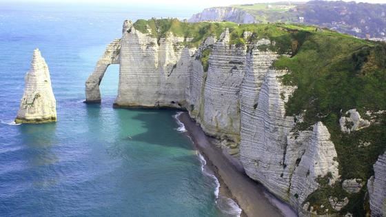 The Cliff of Aval at Etretat wallpaper