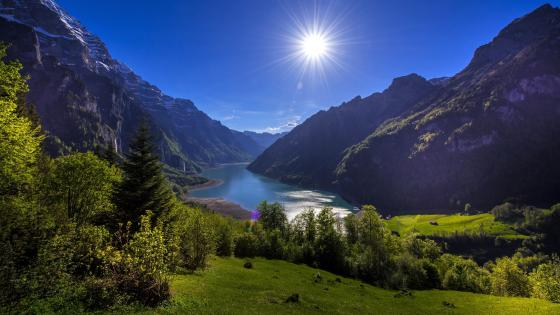 Klöntalersee (Klontal lake) in Klöntal valley wallpaper