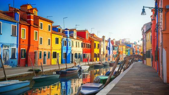Colorful houses of Burano, Venice wallpaper