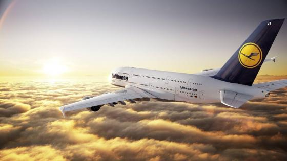 Flying Lufthansa airplane wallpaper