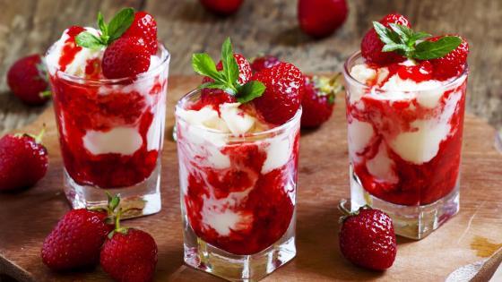 Strawberry ice cream wallpaper