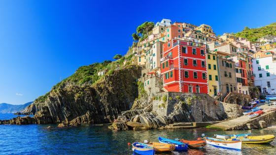 Summer blue sky in Manarola wallpaper