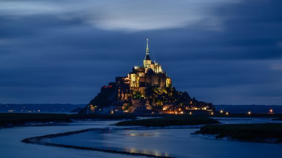 Mont Saint-Michel at dusk wallpaper