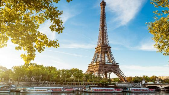 Eiffel Tower and Seine river - Paris wallpaper