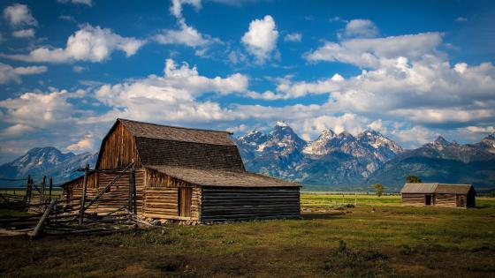 T. A. Moulton Barn (Mormon Row Historic District, Grand Teton National Park) wallpaper