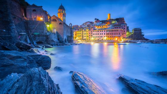 Vernazza at dusk (Cinque Terre, Italy) wallpaper