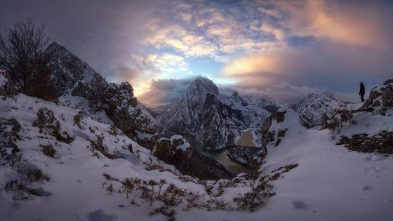 Cantabrian Mountains in winter wallpaper