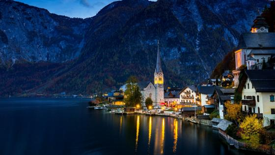 Hallstatt at dusk wallpaper