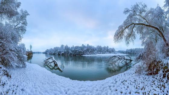 Terek River in wintertime wallpaper