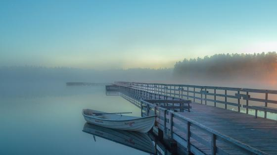 White boat on the foggy lake wallpaper
