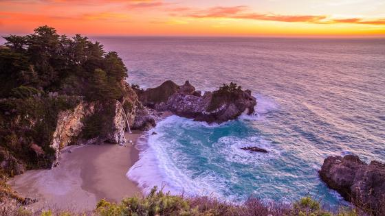 McWay Beach (Julia Pfeiffer Burns State Park) wallpaper