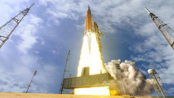 First flight of Space Launch System wallpaper
