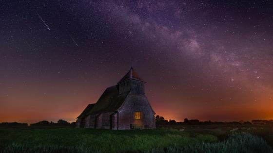 Milky way above St Thomas à Becket Church, Fairfield wallpaper
