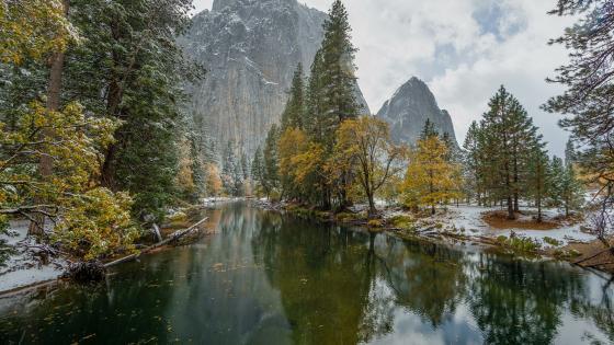 Autumn snow in Yosemite Valley, Yosemite National Park wallpaper