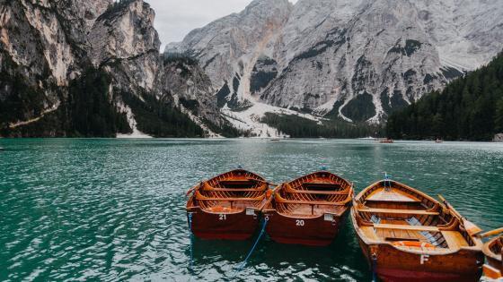 Lake Braies wallpaper