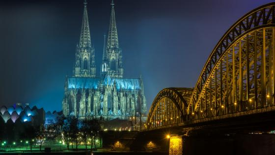 The Hohenzollern Bridge and the Cologne Cathedral at night wallpaper
