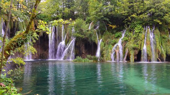 Plitvice Lakes National Park (Croatia) wallpaper