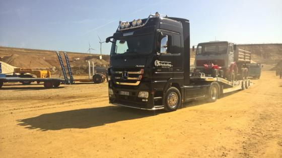Mercedes Actros with low loader wallpaper