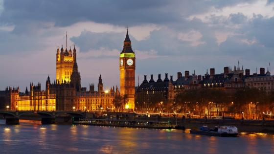 Big Ben and Palace of Westminster at dusk wallpaper