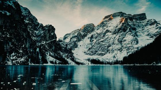 Icy Pragser Wildsee wallpaper