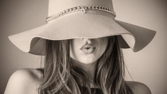 Woman in hat - Monochrome photography wallpaper